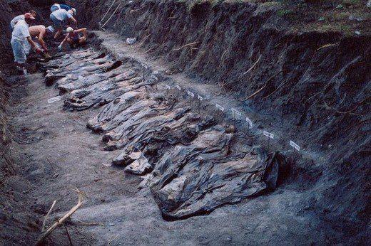 Srebrenitsa Katliamı'nın yürek yakan görüntüleri 1
