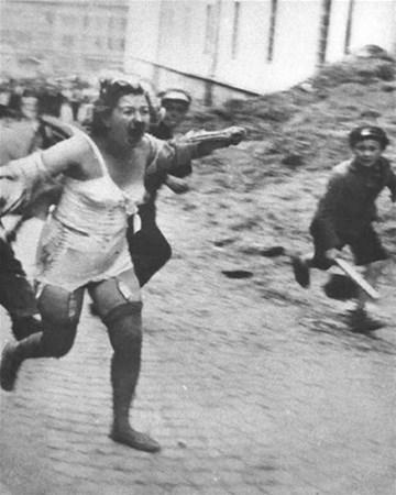 savunmasız kadınları sokakta çırılçıplak soydular 18