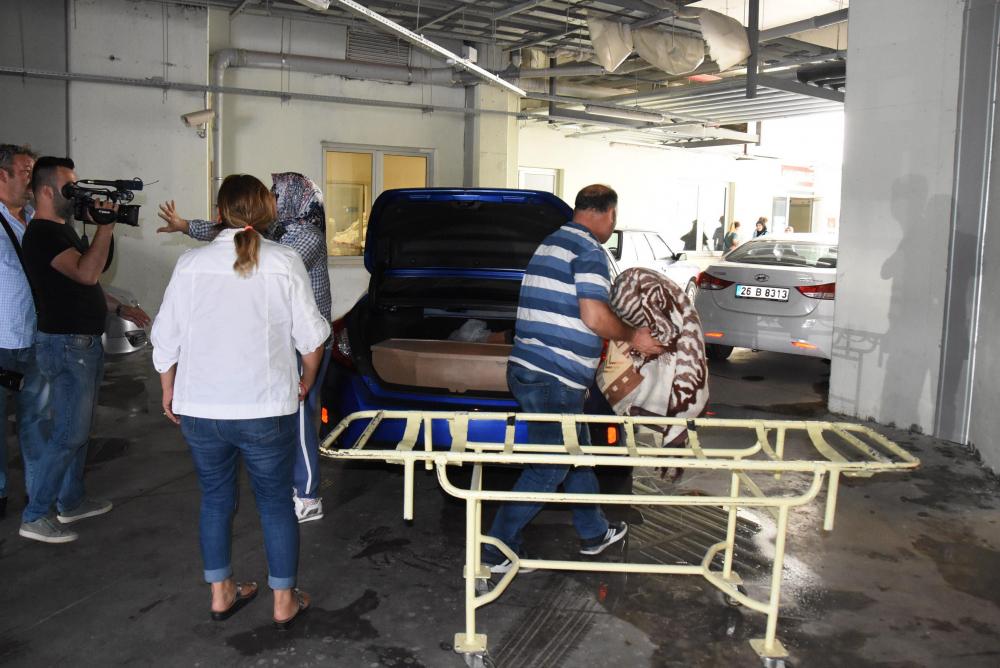 Eymen'in cenazesi aracın bagajında getirildi 1