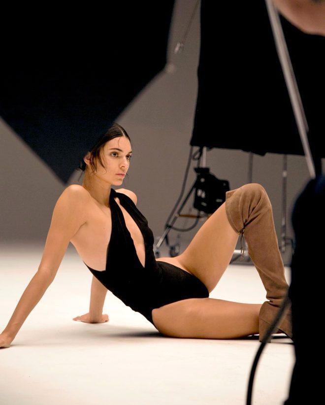 Kendall Jenner'dan nefes kesen pozlar 1