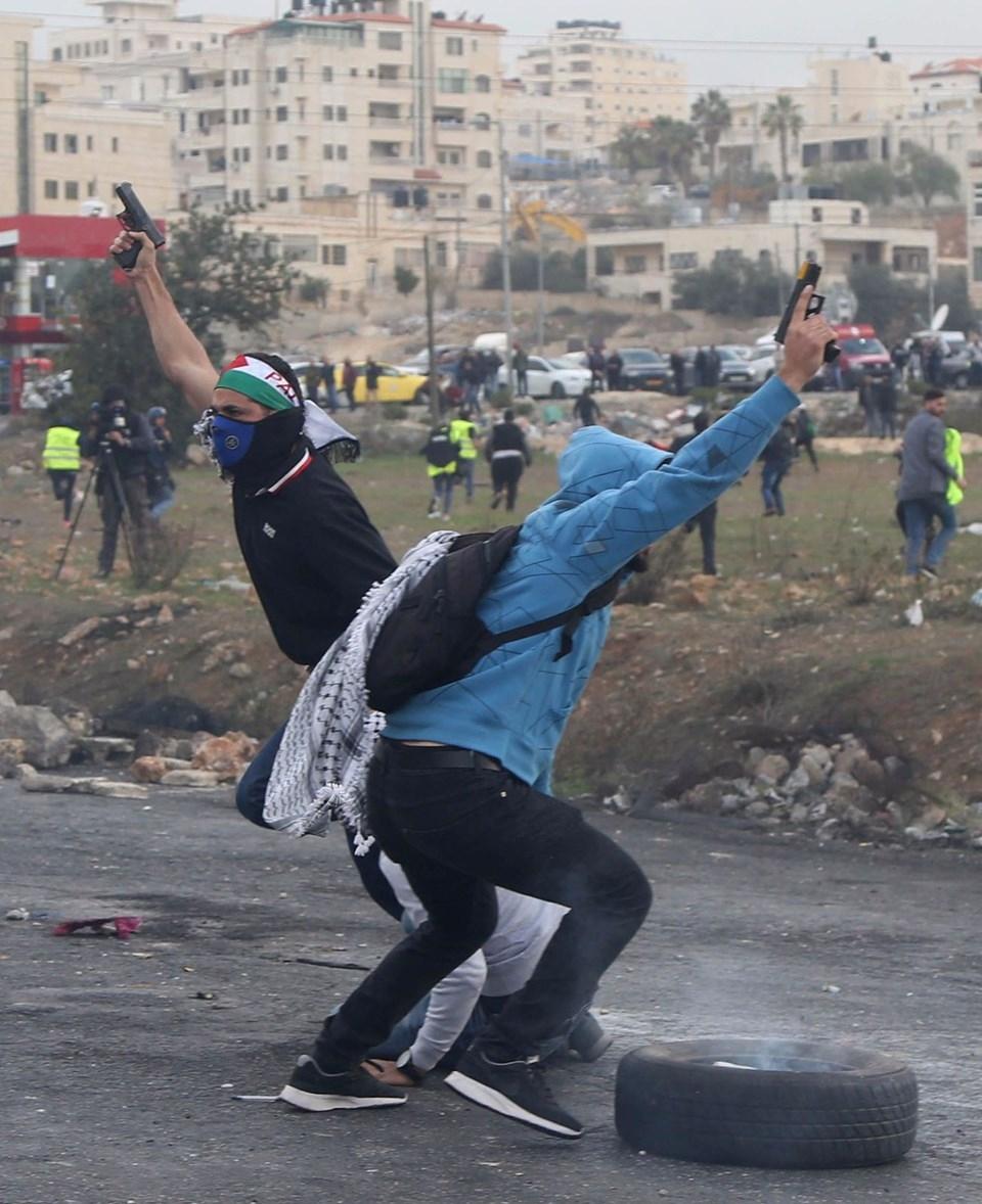 Şok fotoğraflar:Yüzünde maske elinde filistin bayrağı ve silah 22