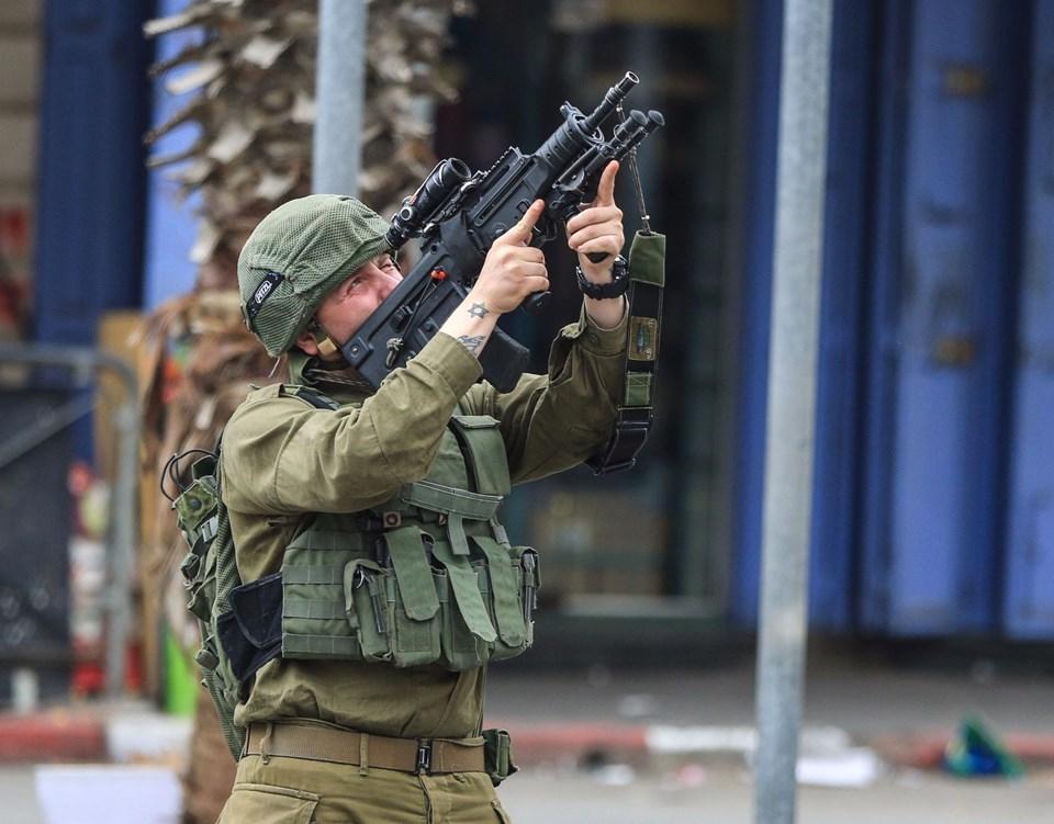 Şok fotoğraflar:Yüzünde maske elinde filistin bayrağı ve silah 25