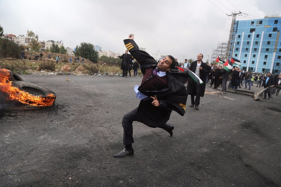 Şok fotoğraflar:Yüzünde maske elinde filistin bayrağı ve silah 43
