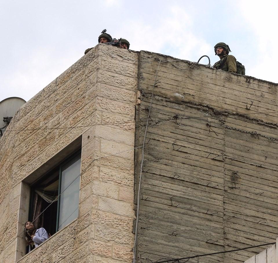 Şok fotoğraflar:Yüzünde maske elinde filistin bayrağı ve silah 44