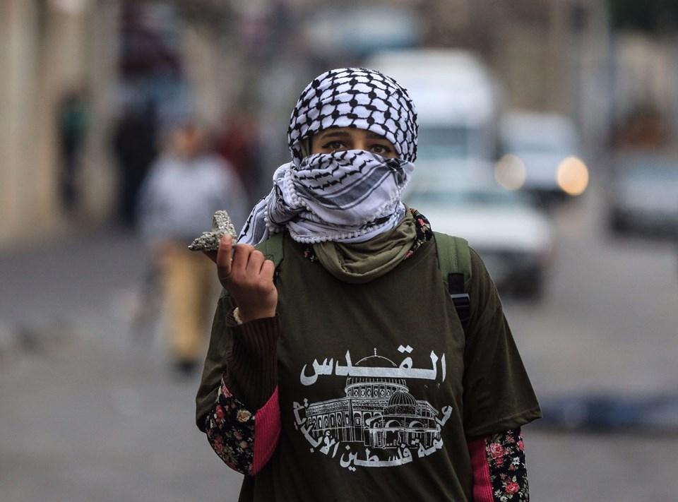 Şok fotoğraflar:Yüzünde maske elinde filistin bayrağı ve silah 46