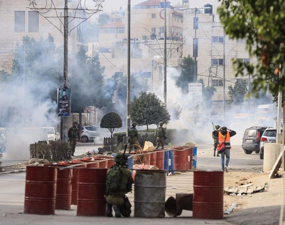Şok fotoğraflar:Yüzünde maske elinde filistin bayrağı ve silah 53