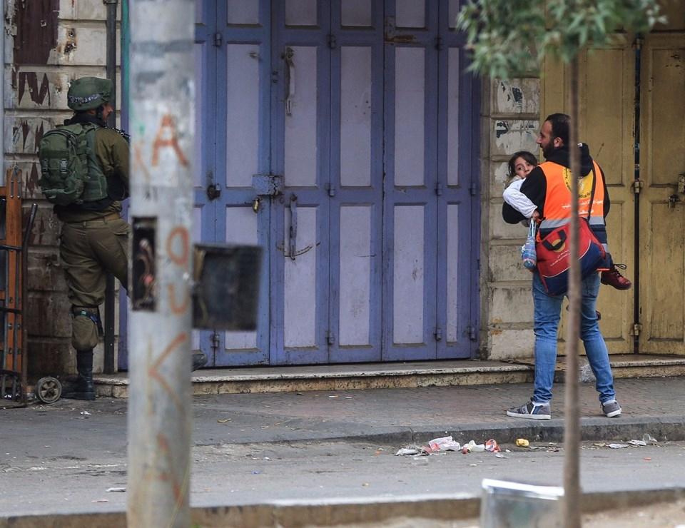 Şok fotoğraflar:Yüzünde maske elinde filistin bayrağı ve silah 57