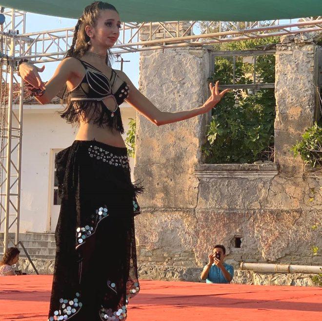 Süheyl Uygur'un kızı dansöz oldu 1