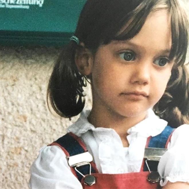 Ünlülerin Çocukluk Fotoğraflarını Görünce Çok Şaşıracaksınız 32