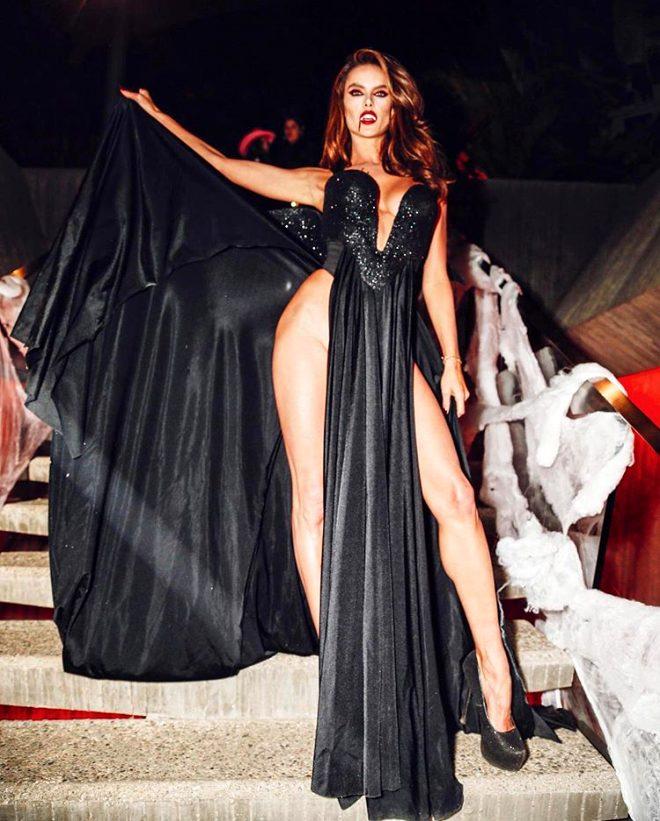 Cadılar Bayramı çılgınlığı devam ediyor! Alessandra Ambrosio'nun frikiği olay oldu 1