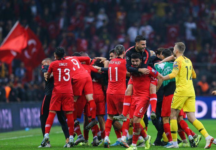 Erdoğan, Milli Takım'ı soyunma odasına inip kutladı 1