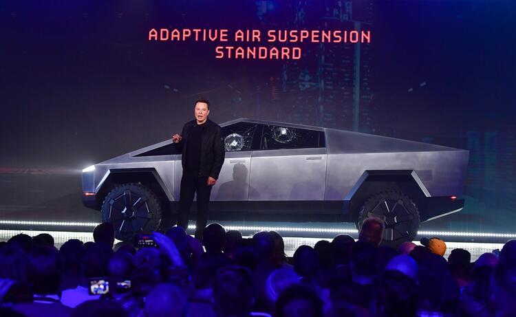 Elon Musk sonunda tanıttı! İşte zırhlı ve elektrikli pick-up 1