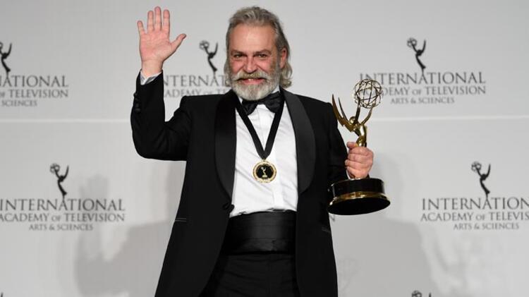 Haluk Bilginer Emmy Ödül'ü aldı!  En iyi erkek oyuncu seçildi 1