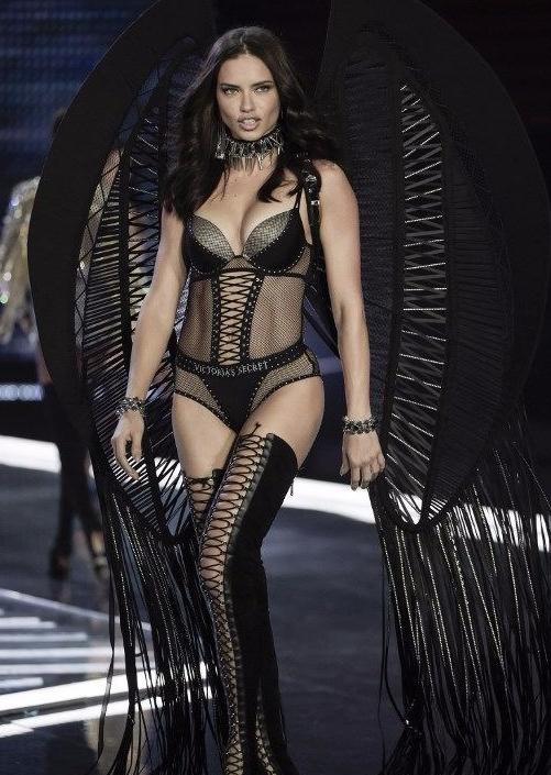Adriana Lima 'artık soyunmayacağım' demişti! sebebi belli oldu 3