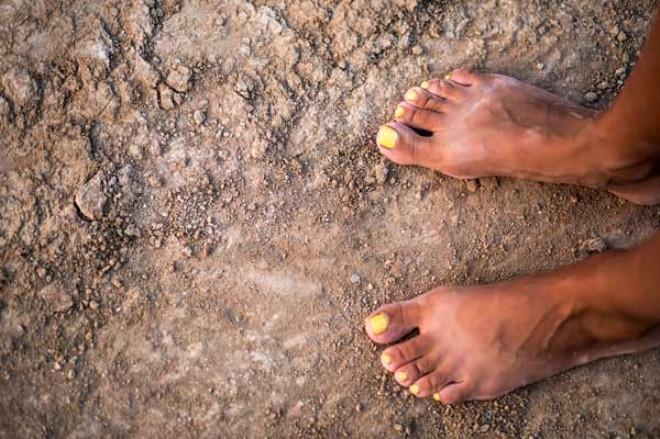 Çıplak Ayaklarla  Toprağa Değdiğinde Vücudun Göreceği Şaşırtıcı Faydalar 3