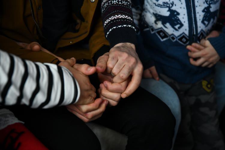 Depremzede Dürdane Aydın, onu enkazdan çıkaran Suriyeli gençle bir araya geldi 1