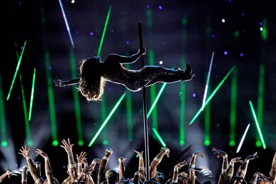 Jennifer Lopez ve Shakira sahne dansları ile Super Bowl'a damga vurdu 2