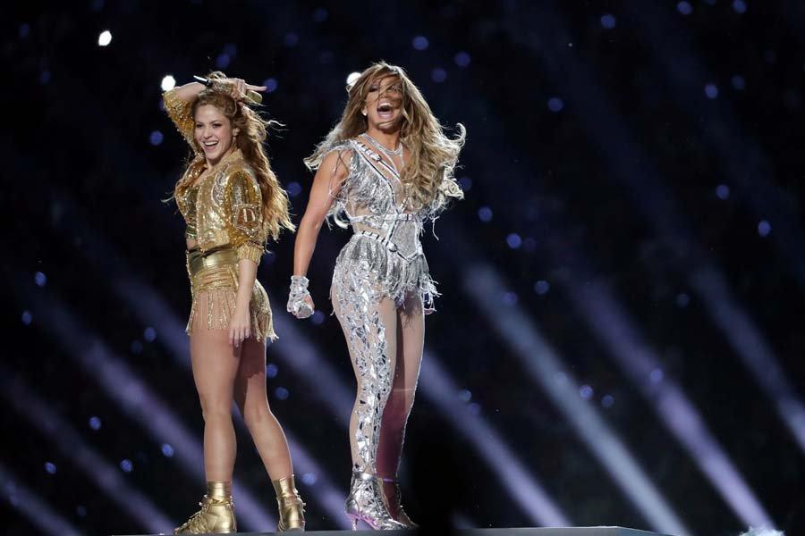 Jennifer Lopez ve Shakira sahne dansları ile Super Bowl'a damga vurdu 3