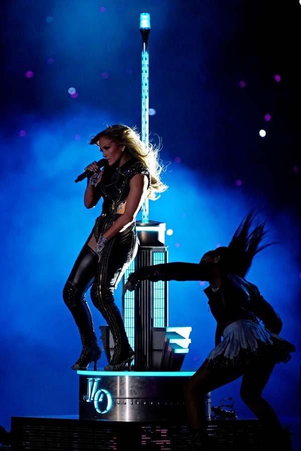 Jennifer Lopez ve Shakira sahne dansları ile Super Bowl'a damga vurdu 4
