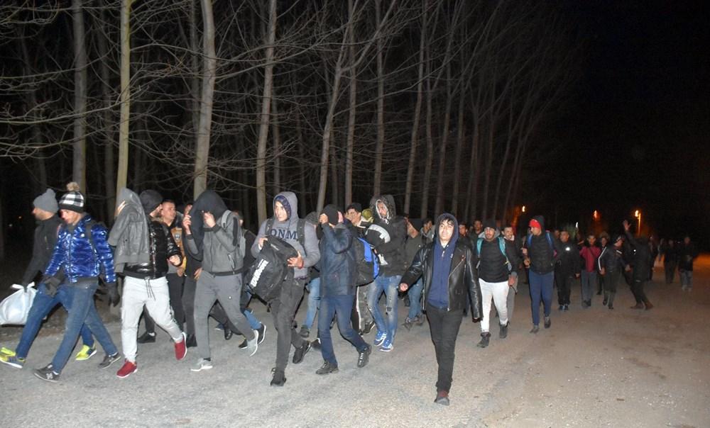 Edirne'de göçmenler Yunanistan sınırına yürüyor 1