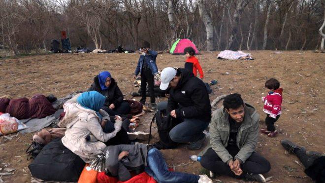 Oyuncu Ulaş Tuna Astepe sınıra gidip göçmenlere yardım eli uzattı 1