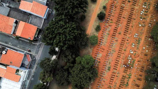 Şok şok şok... Bir ülkede daha koronavirüs nedeniyle toplu mezarlar kazıldı 1