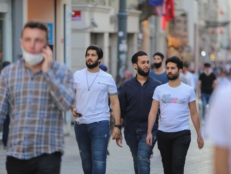 İstanbul yeni normalin ikinci haftasında! Vatandaşlar maskeye alıştı 11
