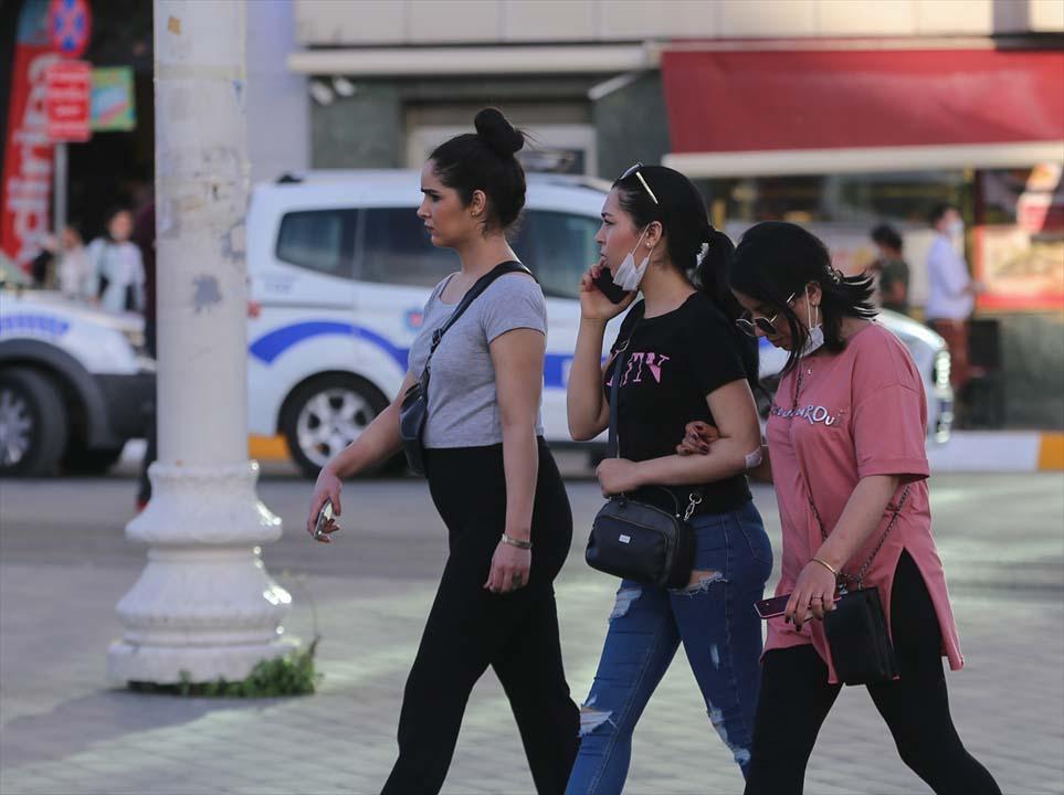 İstanbul yeni normalin ikinci haftasında! Vatandaşlar maskeye alıştı 13