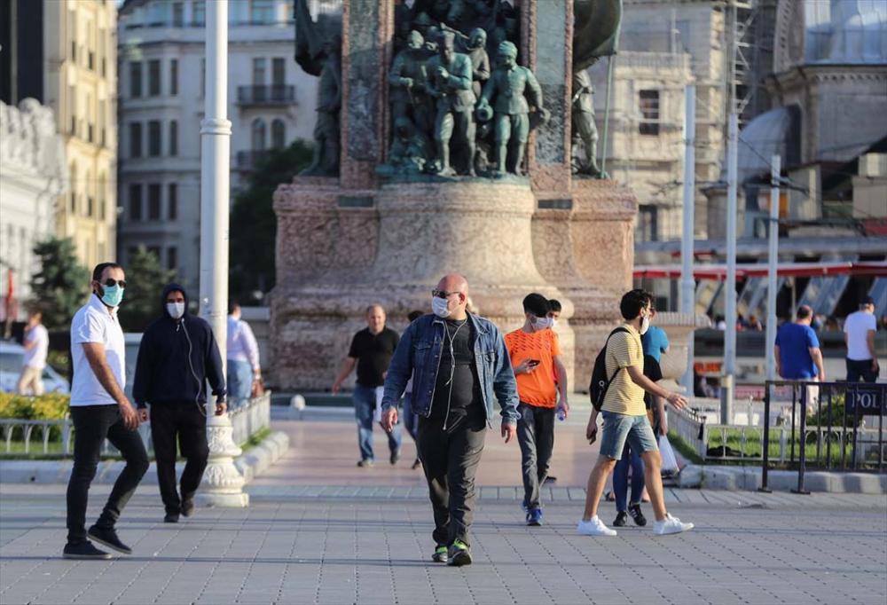 İstanbul yeni normalin ikinci haftasında! Vatandaşlar maskeye alıştı 16