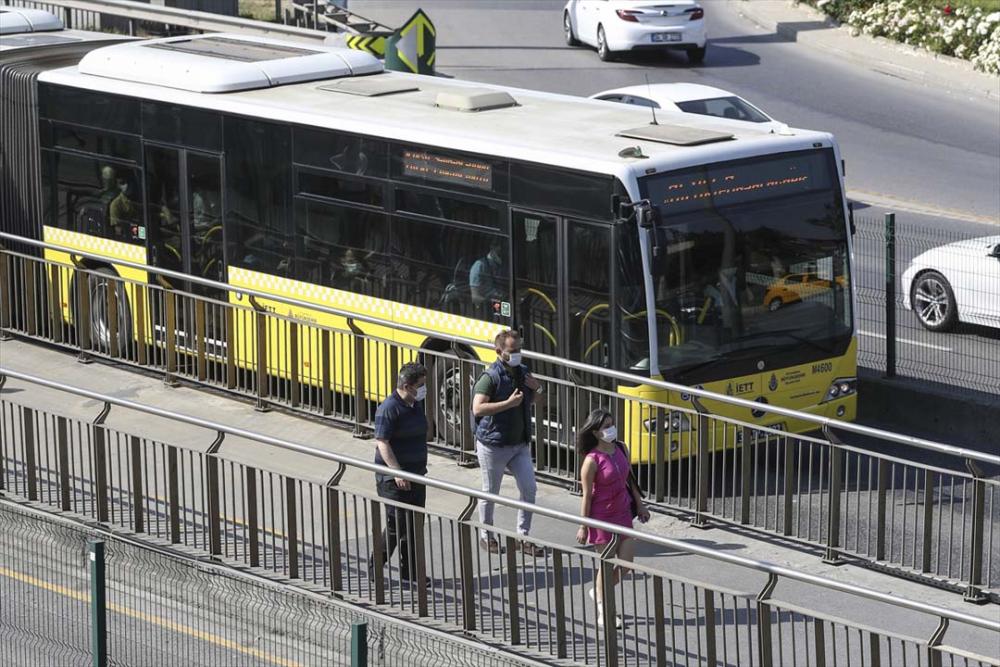 İstanbul yeni normalin ikinci haftasında! Vatandaşlar maskeye alıştı 2