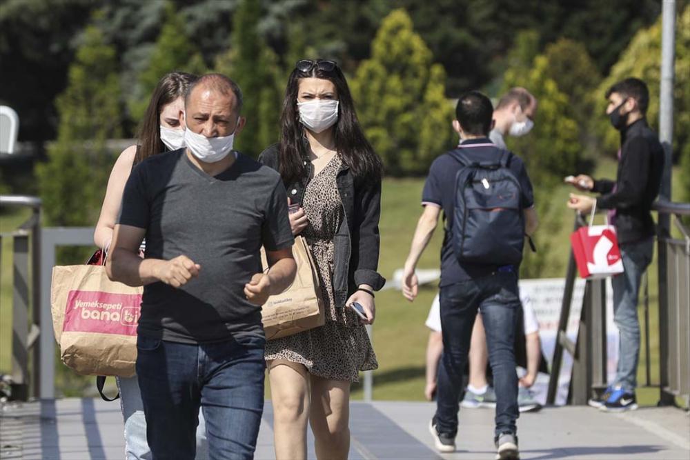 İstanbul yeni normalin ikinci haftasında! Vatandaşlar maskeye alıştı 3