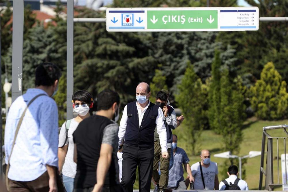 İstanbul yeni normalin ikinci haftasında! Vatandaşlar maskeye alıştı 5