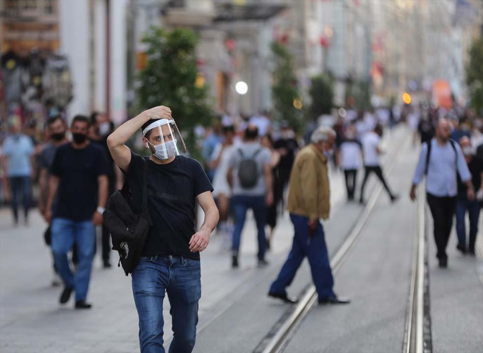 İstanbul yeni normalin ikinci haftasında! Vatandaşlar maskeye alıştı 9