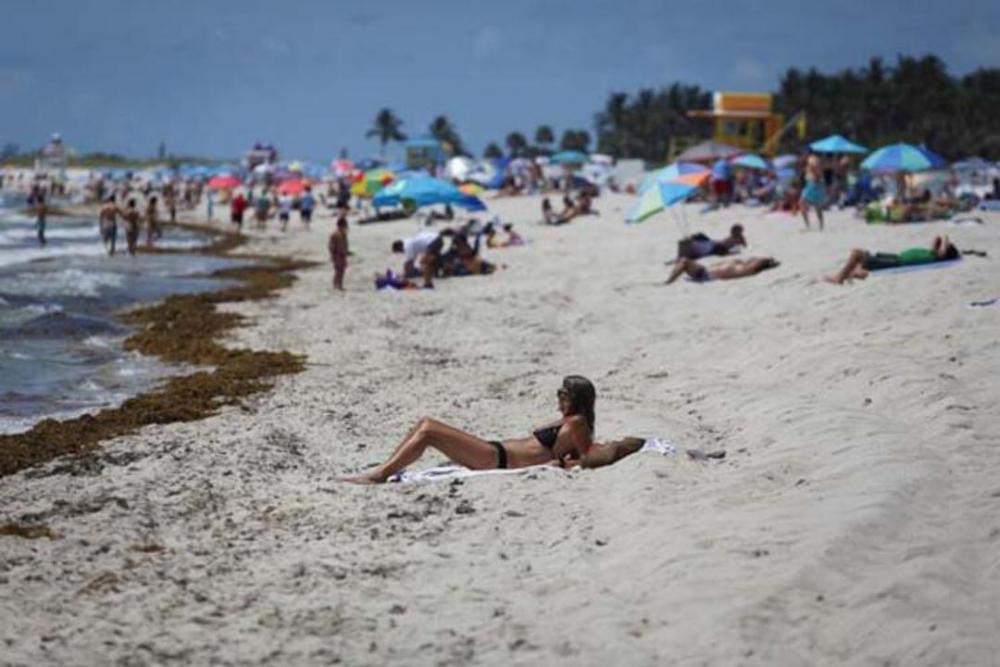 Koronavirüsj yasağı kalkınca plaja akın ettiler 16
