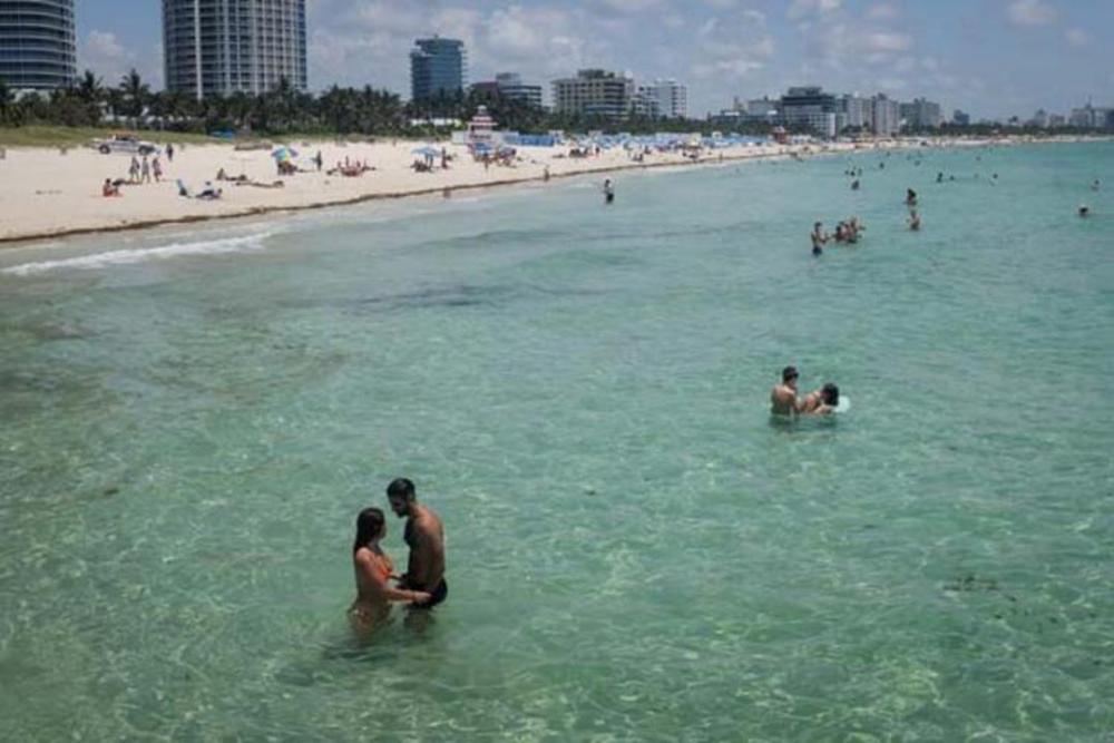 Koronavirüsj yasağı kalkınca plaja akın ettiler 2