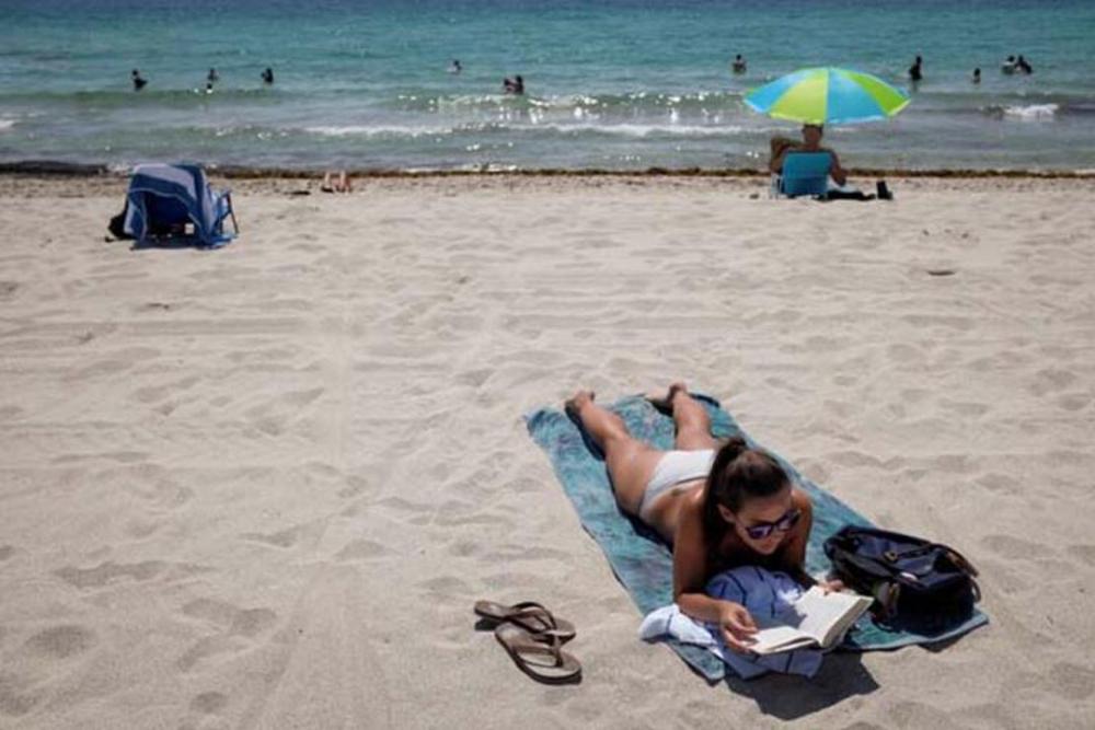 Koronavirüsj yasağı kalkınca plaja akın ettiler 3