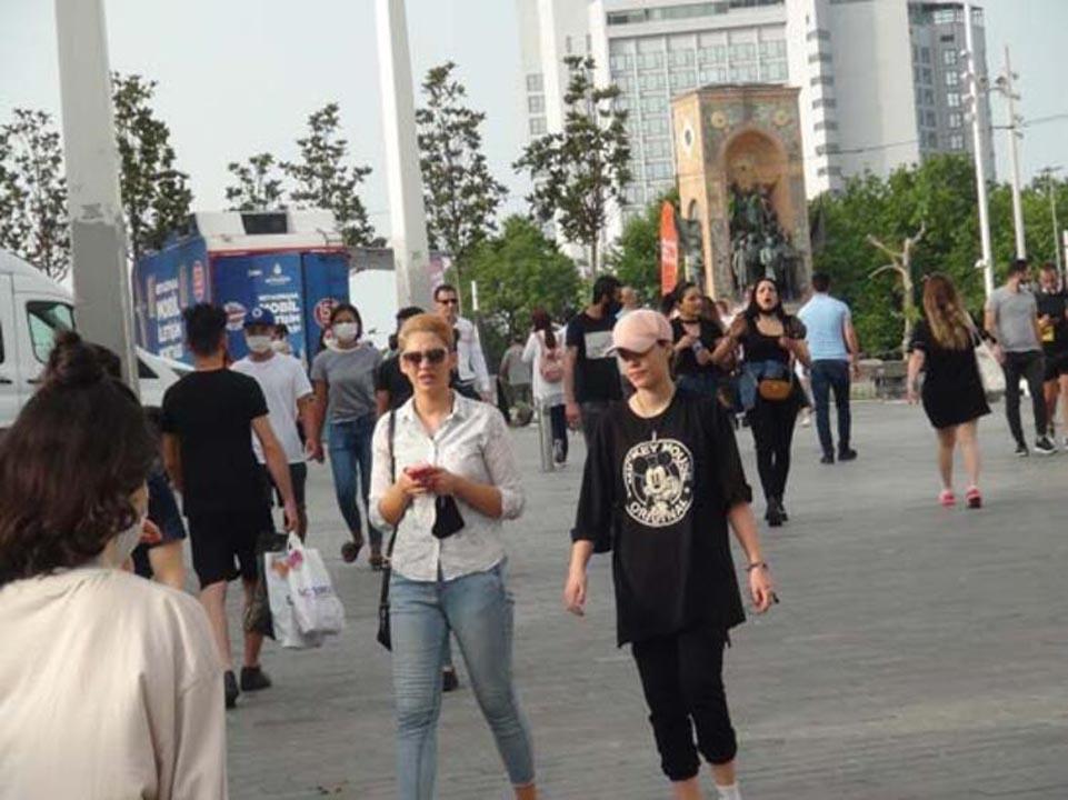 Taksim'de koronavirüs tedbirlerinden eser yok! 3
