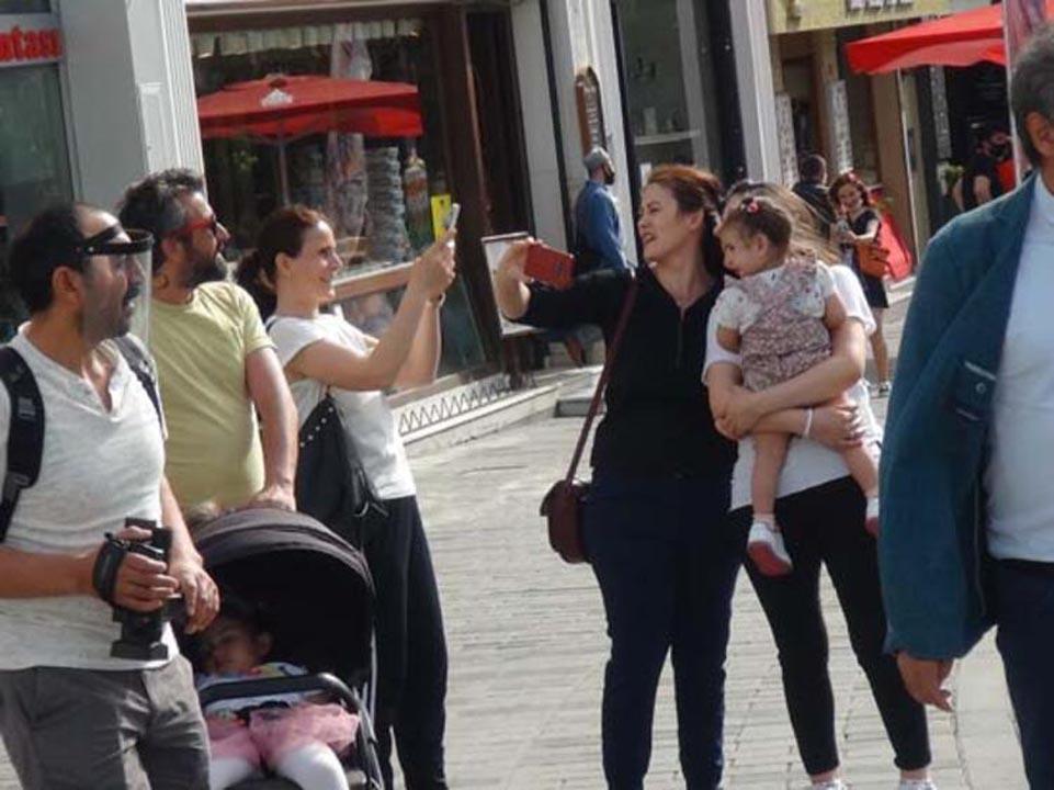 Taksim'de koronavirüs tedbirlerinden eser yok! 6