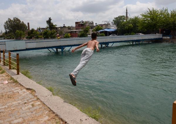 18 yaş altı sulama kanallarına akın etti 10
