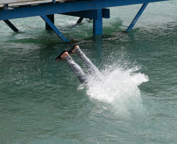 18 yaş altı sulama kanallarına akın etti 4