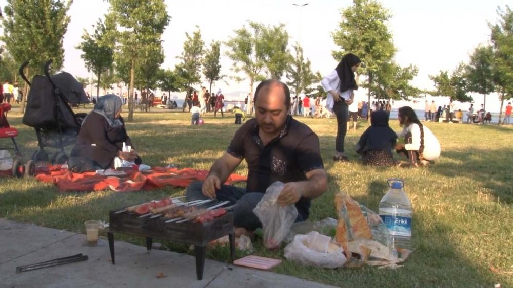 İstanbullular sıcak havayı fırsat bilip sahillere koştu 10