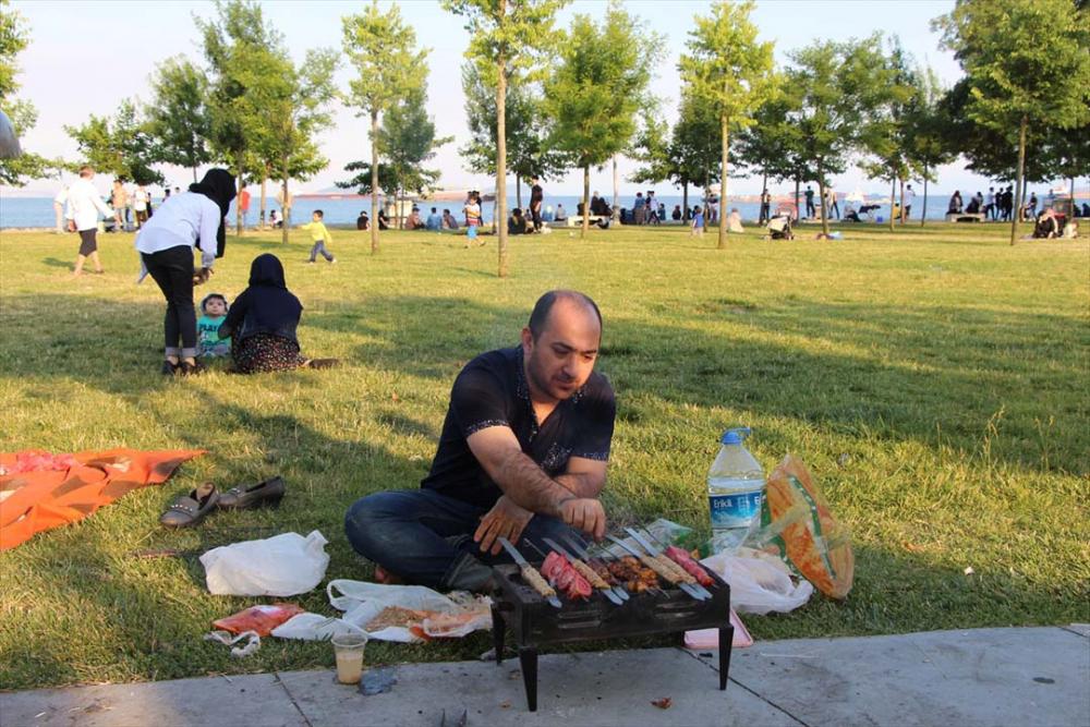 İstanbullular sıcak havayı fırsat bilip sahillere koştu 2