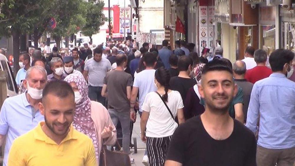 Sivas'ta tedirgin eden görüntüler! Sosyal mesafe ve maske kuralı es geçildi 3