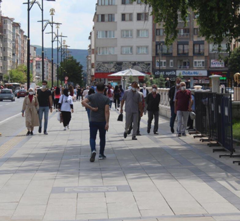 Sivas'ta tedirgin eden görüntüler! Sosyal mesafe ve maske kuralı es geçildi 4