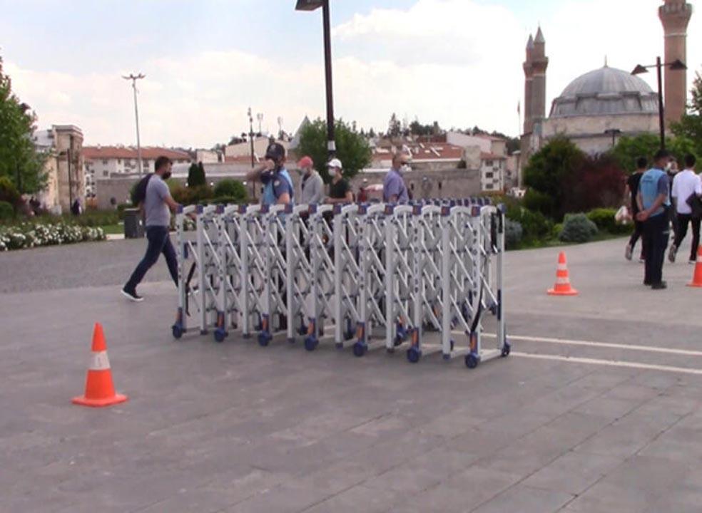 Sivas'ta tedirgin eden görüntüler! Sosyal mesafe ve maske kuralı es geçildi 5