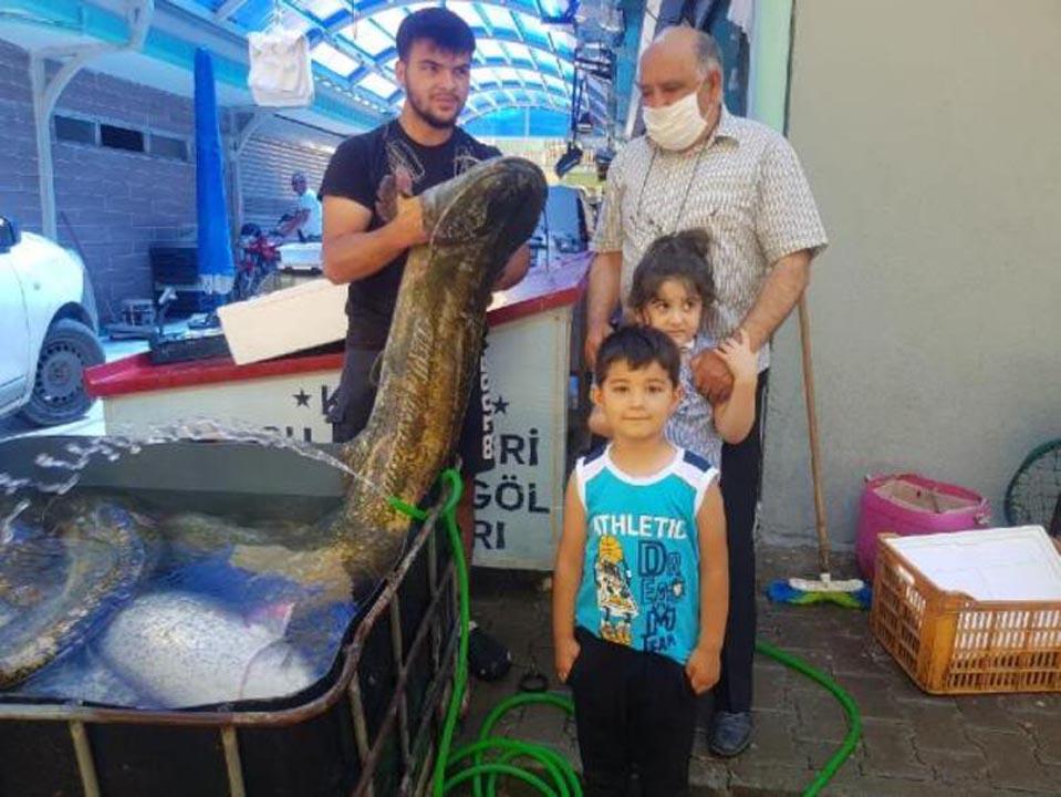 İznik Gölü'nde yakalandı! Tam 1,5 metre boyunda 9