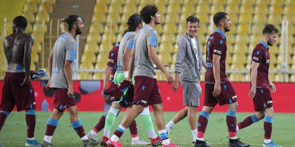 Fenerbahçe'nin genç kalecisi Altay Bayındır maç sonrası zor sakinleşti 6