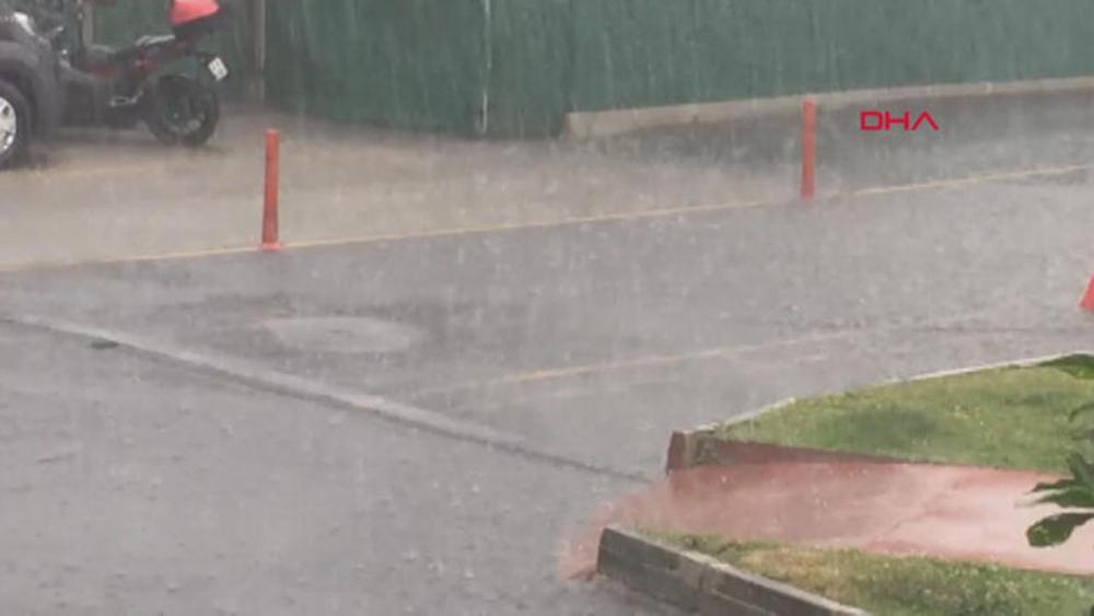 Beklenen yağmur geldi! İstanbul'da hayat felç oldu 11