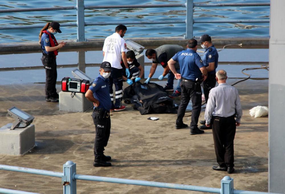 Su üzerinde hareketsiz yatan bir kişi olduğunu gördüler! Haliç'ten ceset çıktı 3