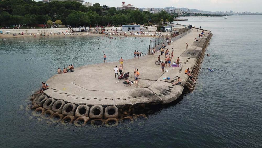 İstanbullular Caddebostan Sahiline akın etti! Maske ve sosyal mesafe unutuldu 1
